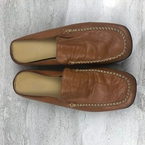 Bass Soft Brown Leather Mules